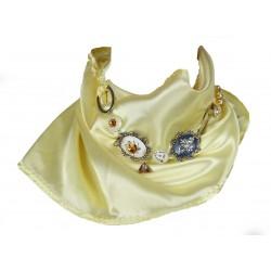 Saténový šátek s náhrdelníkem